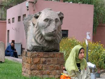 Kazkoks panasumas__Kairo nac_muziejaus lankytoja
